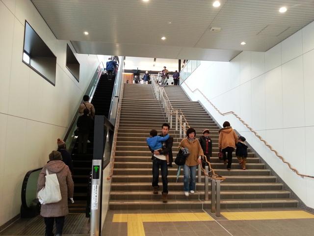 2013-12-01改札への階段